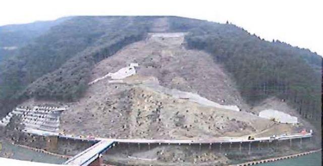 2009年12月 工事用道路・上部より掘削開始